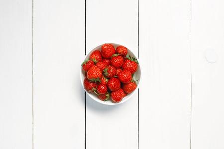 ボウルにイチゴ 写真素材