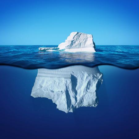danger: Vista subacuática de iceberg con hermoso mar transparente en el fondo