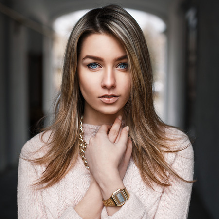 Fashionable beautiful young girl in a pink sweater Stockfoto