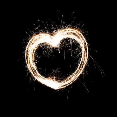 花火から心。火花が大好きです。お祝い。コンセプト