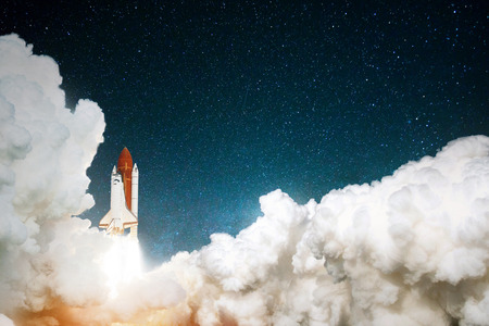 Rocket takes off in the starry sky. Spaceship begins the mission. Travel to mars concept. Space shuttle taking off on a mission.  Banque d'images