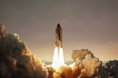 Spaceship takes off on the planet Mars. Successful start. Rocket concept Archivio Fotografico