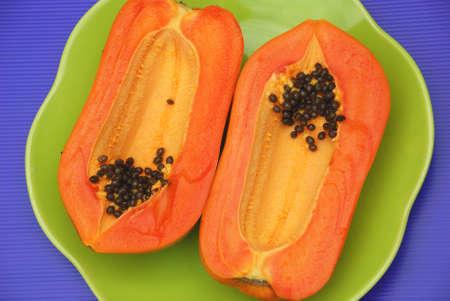 Halbe Scheibe Reife Papaya