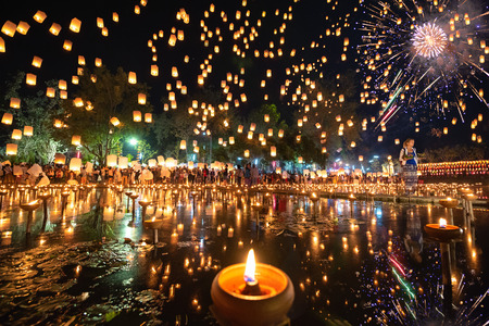 Thousands of Floating Lanterns, People and Fireworks in Yee Peng or Loy Krathong festival at Nong Bua, San Kampheng, Chiang Mai, Thailand Editoriali