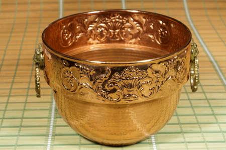 a copper: Caldero decorativo de cobre