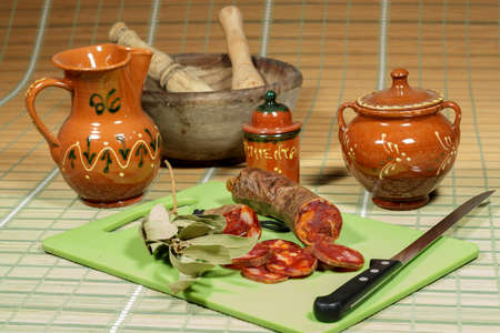 kulinarne: Iberyjska kiełbasa chorizo peklowana, wykładnik tradycyjnych hiszpańskich kulinarnych Zdjęcie Seryjne