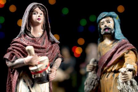 estrella de belen: Detalle de figuritas de escena de la Natividad. Pastores en la adoraci�n del ni�o. Tradiciones navide�as.