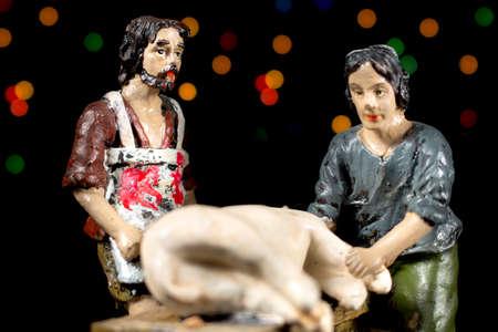 estrella de belen: Pastores en la adoración del niño. Figuritas de escena de la Natividad. Tradiciones navideñas. Foto de archivo