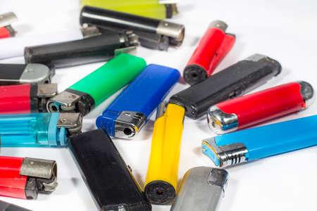 encendedores: Varios encendedores de varios tipos y colores, en blanco