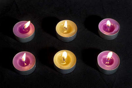 vax: Small scented candles with metal base, smelling lilacs and green apples (at center) Stock Photo
