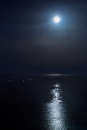 Full moon of August over a calm sea. Portrait orientation Fine Art Stockfoto