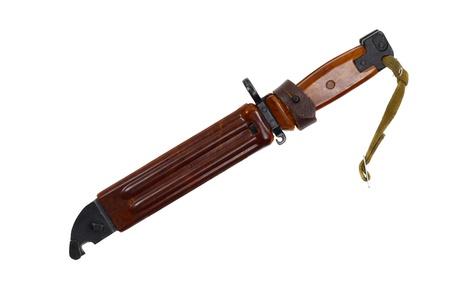scheide: Bayonet Messer aus sowjetischen Maschinenpistole in der Scheide isoliert auf wei�