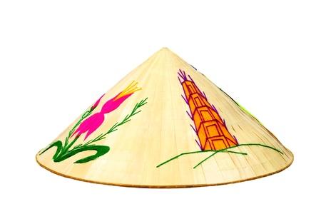 chapeau de paille: Non la - asiatique traditionnel chapeau conique en bambou isolé sur fond blanc Banque d'images