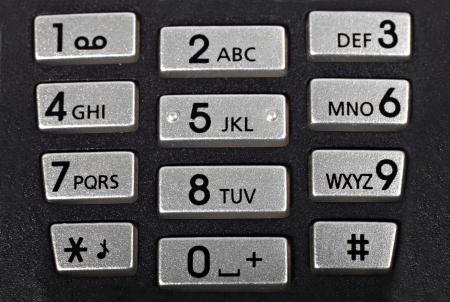 teclado numérico: Teclado del teléfono celular, negro áspero con botones de plata. Macro closeup