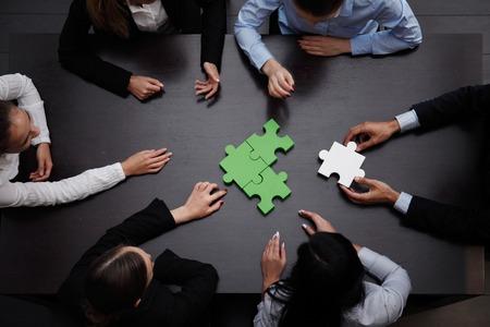 ビジネス チームを解決パズル一緒に 写真素材