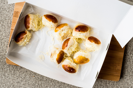 Sacakli Sakalli turco o concepto de comida rápida turca de sándwich de mini queso.