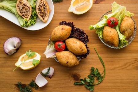 icli kofte  Fried kibbeh  Quibe  Stuffed Meatballs Falafel. Banco de Imagens