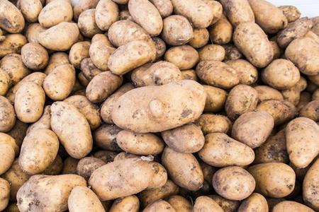 stack of potatoes at greengrocer Stockfoto
