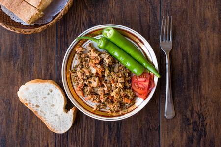 Turkish Street Food Kokorec with Tomato and Green Pepper. (Portion Sheep Bowel). Traditional Food. Reklamní fotografie