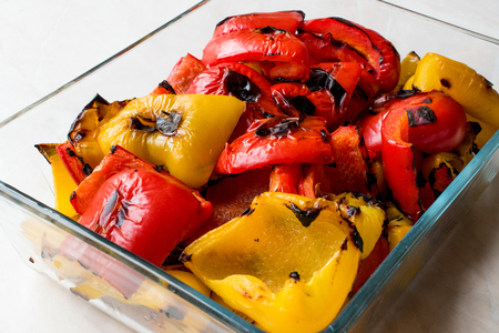 Roasted Red and Yellow Pepper in Glass Bowl. Organic Food. Foto de archivo