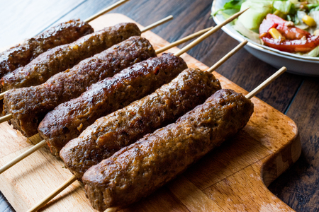 Balkan Cevapcici Kofta / Kofta with Wooden Skewers and Salad. Traditional Food. 免版税图像