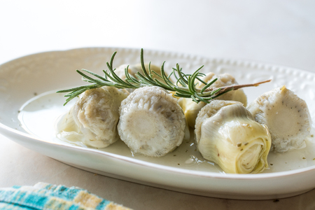 Pickled Artichoke Hearts with Rosemary Marinated in Plate. Organic Food. Reklamní fotografie - 107662834
