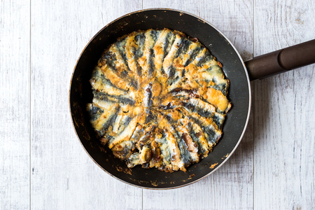 Fresh Fried Sardines / Anchovy Hamsi Tava in Pan on Wooden Surface. Seafood Banco de Imagens