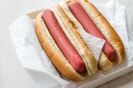 Box of Plain Hot Dog / Sausage Sandwich. Fast Food. Standard-Bild
