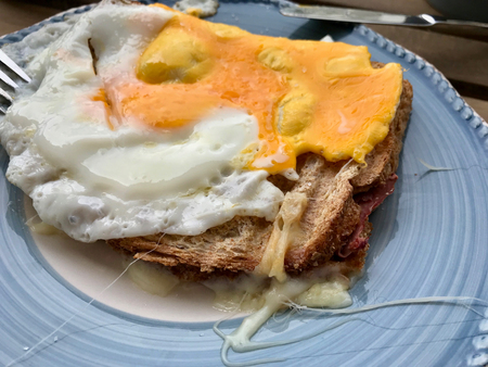 Homemade Toast with Fried Egg for Breakfast Ready to Eat. Organic Food. Stockfoto