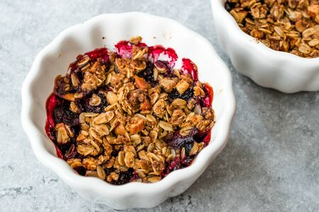 Crumble with Fresh Berries, Oatmeal, Nut, Flax Seeds and Granola. Organic Dessert. Stock Photo - 128992787