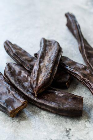 Carob Pods / Ceratonia Siliqua Ready to Eat. Organic Food. 版權商用圖片