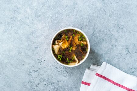 Take Away Asian Food Wonton Soup with Bok Choy and Chives in Plastic Bowl Package or Container Box. Stock fotó