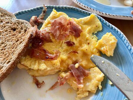 Prosciutto Omelette with Bread Slice for Breakfast. Organic Food. Banco de Imagens