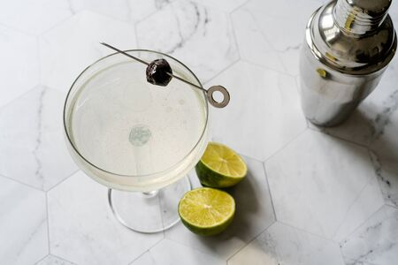 Green Chartreuese Last Word Cocktail with Gin, Mint and Lime. Ready to Drink. Banco de Imagens
