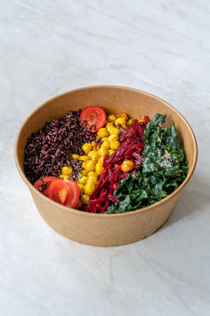 Healthy Black Rice Protein Salad with Turmeric Chickpea, Kale, Cherry Tomatoes / Forbidden rice or Oryza Sativa. Ready to Eat. Imagens