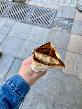 Traditional Turkish Street Food Lahmacun Holding in Hand. Ready to Eat. Imagens
