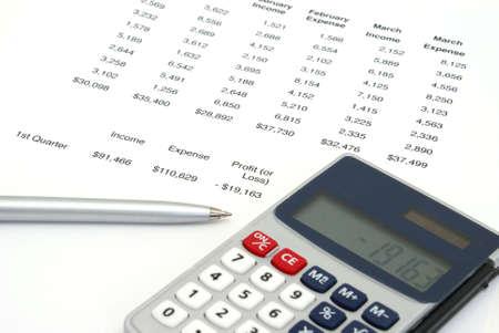 perdidas y ganancias: Una ganancia o p�rdida de la hoja de una empresa con el equilibrio que muestra una p�rdida.