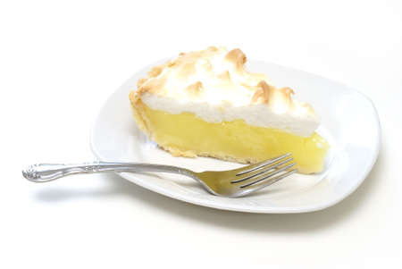 An isolated slice of lemon meringue pie. Imagens