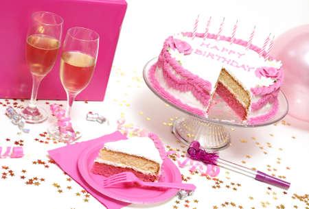 誕生日ケーキの前にスライスから来た。