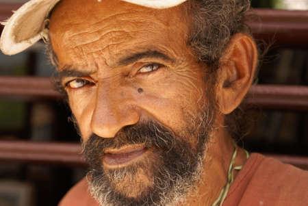 얼굴 표정: A portrait of an elderly Cuban man in the city of Benes, Cuba on October 13, 2010.