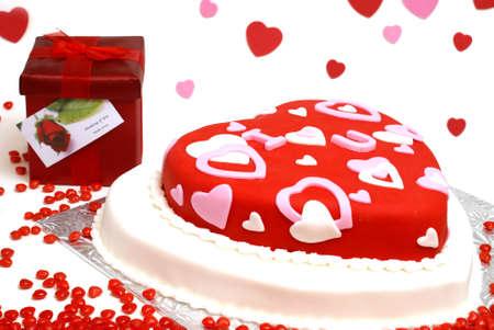 fondant: Una torta a forma di cuore per San Valentino, anniversari e compleanni.