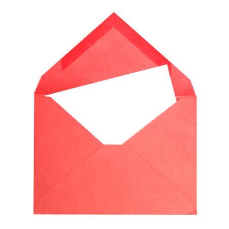 Een rode envelop met een lege pagina voor uw tekst. Stockfoto
