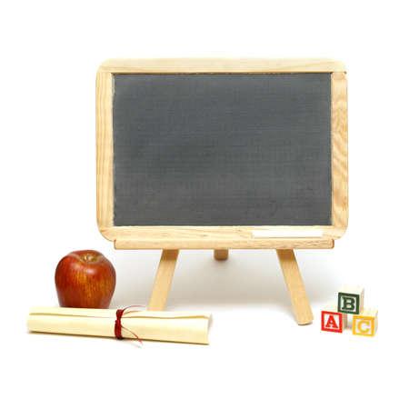 他の学校のアイテムとあなたのメッセージを表示するための空白の黒板。