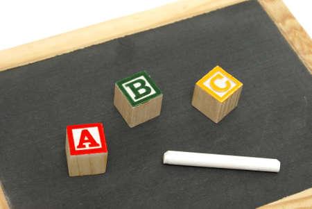 juguetes de madera: A unos pocos artículos escolares para la mente de los jóvenes para aprender.