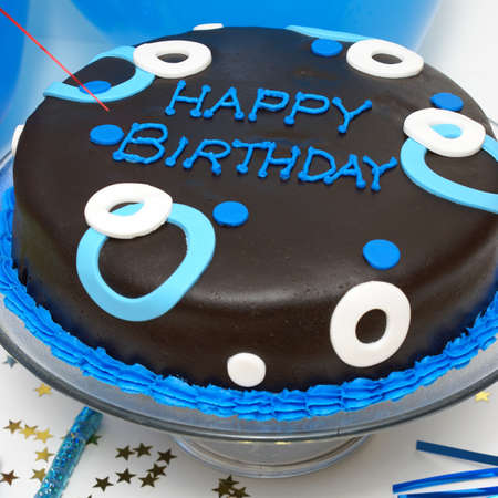任意男性の特別な日のための誕生日ケーキの正方形フォーマット ショット。