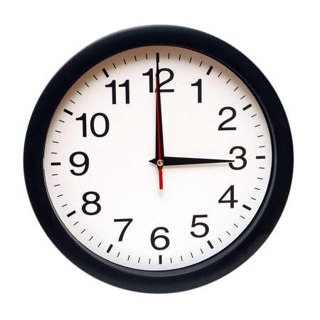 reloj pared: Un reloj aislado con el momento tres de la mañana. Foto de archivo