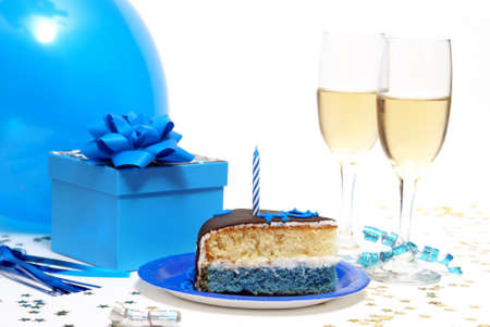 rebanada de pastel: Una escena com�n en cualquier fiesta de cumplea�os de los varones.