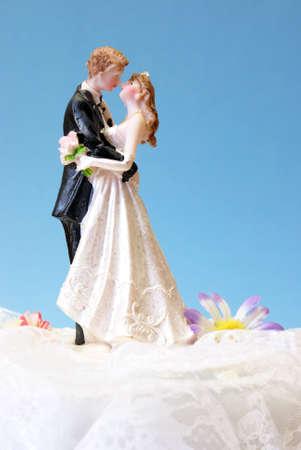 Eine Hochzeitstorte Topper auf der Oberseite des Brautpaares Dessert.