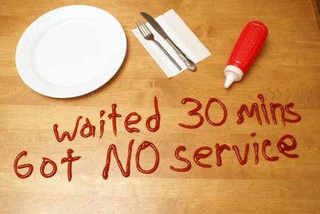 怒っている顧客は、された貧しい人々 のサービスのための厄介なメッセージを残しています。 写真素材