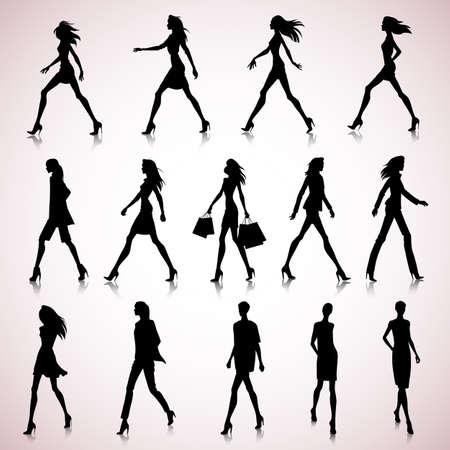 silhouette femme: Set de marche silhouettes f�minines dans des v�tements de mode Illustration